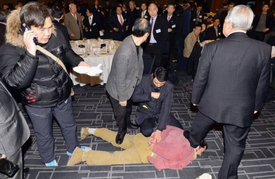 Activist Kim Ki-jong iwas wrestled to the ground (Picture by The Asia Economy Daily via Getty Images)