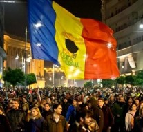 Thousands demand resignation of Romania's leaders after 32 die in fire
