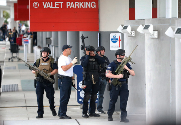 Law enforcement officers are shown at Fort Lauderdale-Hollywood International Airport, Friday, Jan. 6, 2017, after a shooter opened fire inside a terminal of the airport. Photo: Wilfredo Lee/AP