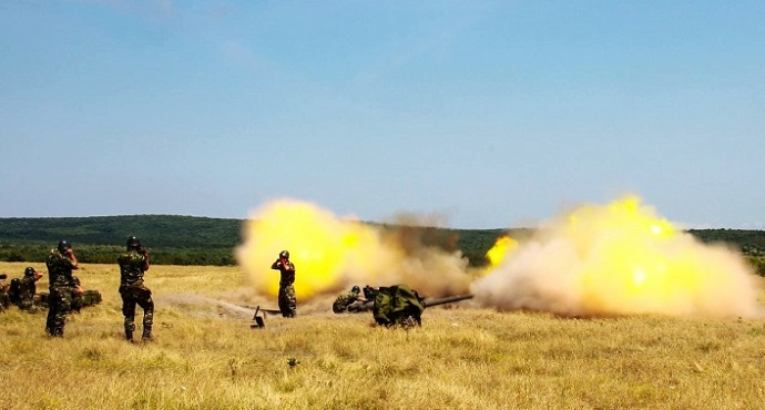"Romanian soldiers from 69th Mixt Artillery ""Silvania"" train with 70 artillery equipment as part of Saber Guardian 2017 in Babadag Shooting Range in Romania"