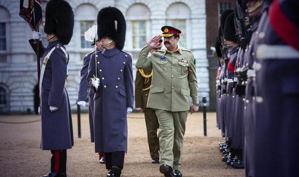 Pakistan Army Chief meets UK PM David Cameron