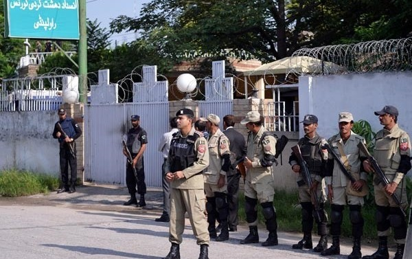 Pakistan amending constitution to set up anti-terror military courts