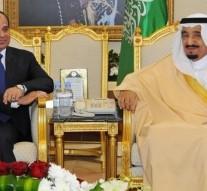 Egyptian President Sisi meets with Saudi King Salman bin Abdulaziz