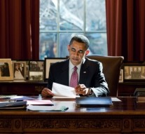 US President Obama extends bans against Iran for another year