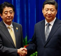 China's Xi Jinping meets Japan's Shinzo Abe at APEC Summit