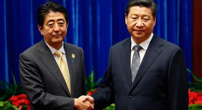 China's Xi Jinping meets Japan's Shinzo Abe at APEC Summit