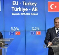 EU and Turkey seal migrant deal, declare 'new beginning'