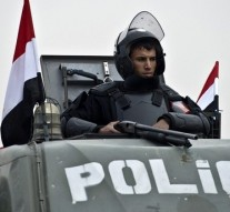 Militants kill 8 Egyptian police officers in Cairo