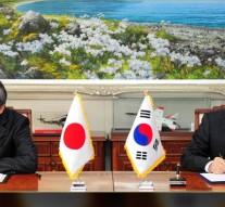 Japan, South Korea sign intelligence-sharing deal on North Korea threat