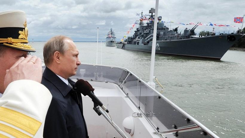 Russian President Vladimir Putin observes Russian Navy ships. Image Credit: AP